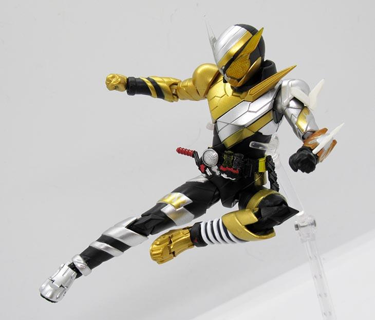 S.H.フィギュアーツ 仮面ライダービルド トライアルフォーム(ラビットドラゴン)|おもちゃライダー