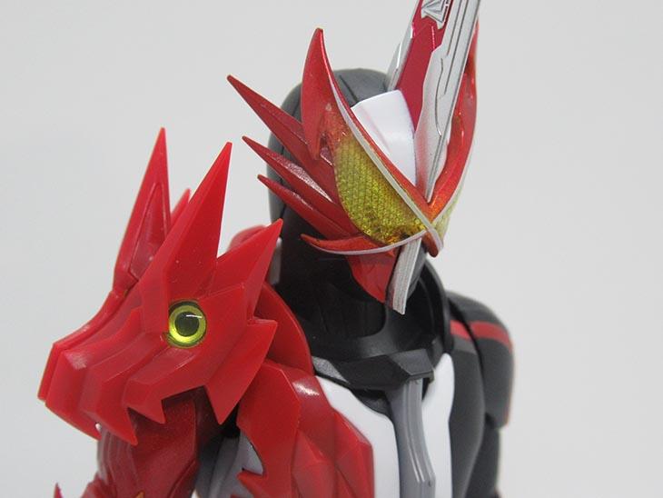 S.H.フィギュアーツ 仮面ライダーセイバー ブレイブドラゴン おもちゃライダー